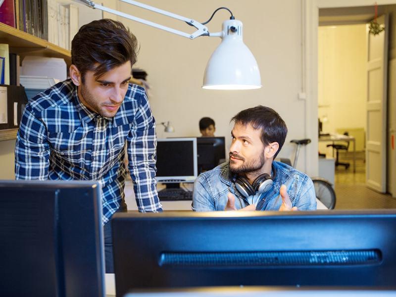 trabajadores en prácticas en una empresa