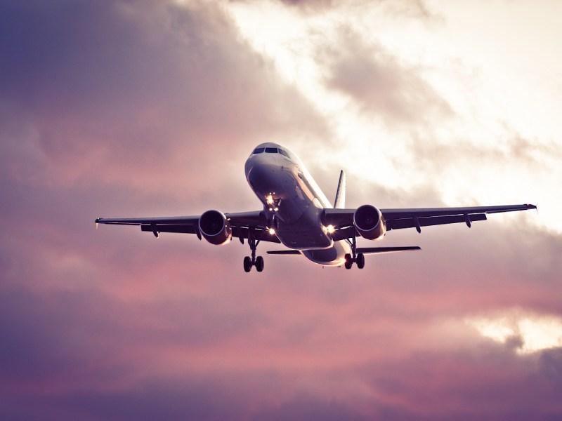 ¿Qué pasa si alguien fallece durante un vuelo?