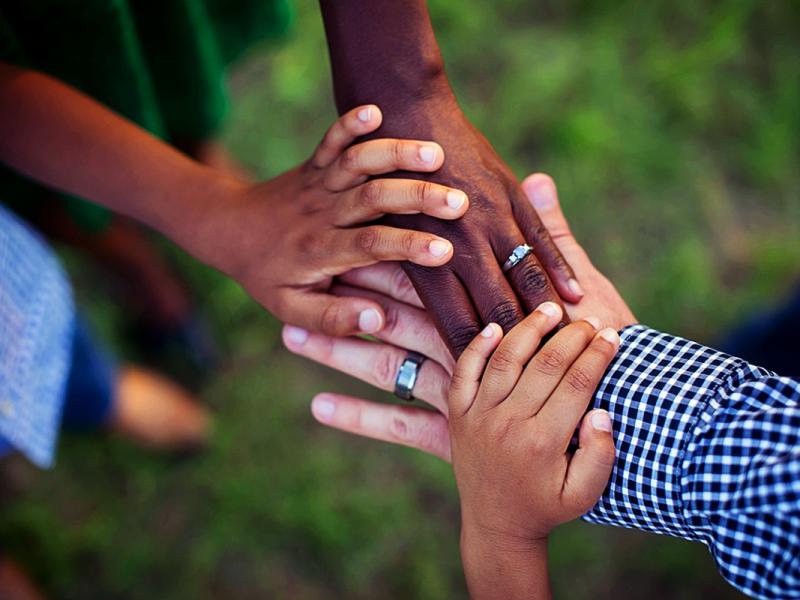 ¿Qué es el arraigo social y cómo puedo solicitarlo?
