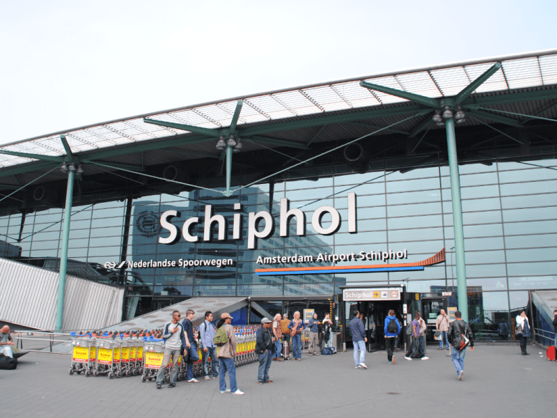 Viajar a Ámsterdam: ¿cómo puedo llegar al centro de la ciudad desde el aeropuerto de Schiphol?