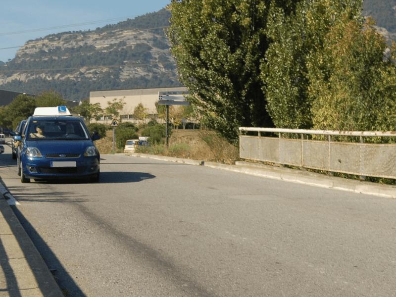 coche de autoescuela antes de accidente