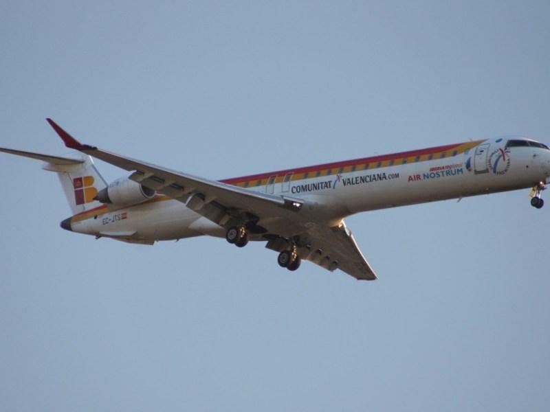 ¿Quién paga las compensaciones por incidencias: la aerolínea que vende el billete o la que opera el vuelo?