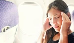 ¿Por qué se taponan los oídos en un avión?