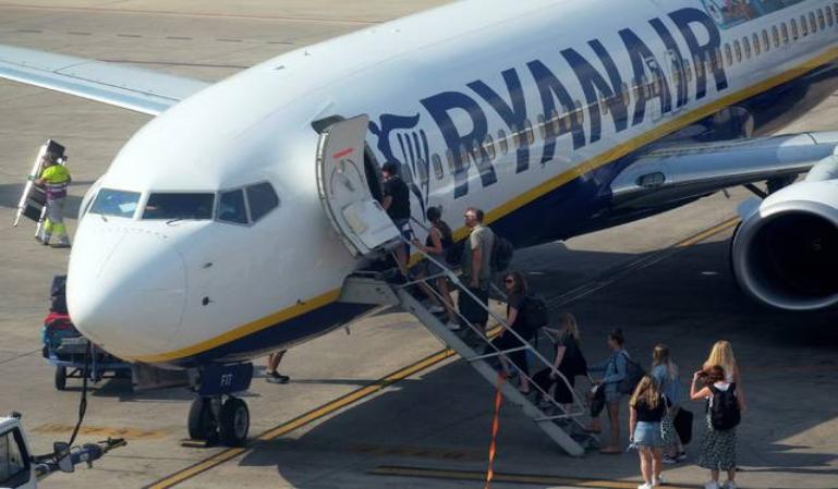 Ryanair retiene en un avión a 200 pasajeros