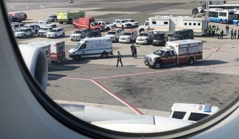 Un japonés fallece en un vuelo por sobredosis