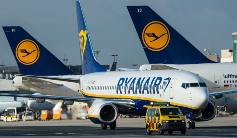 Un pasajero detenido tras gritar bomba en un avión