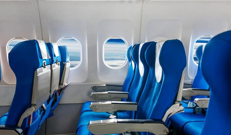 ¿Por qué hay que subir las persianas del avión?