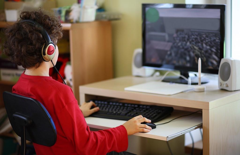 Ung datorspelare