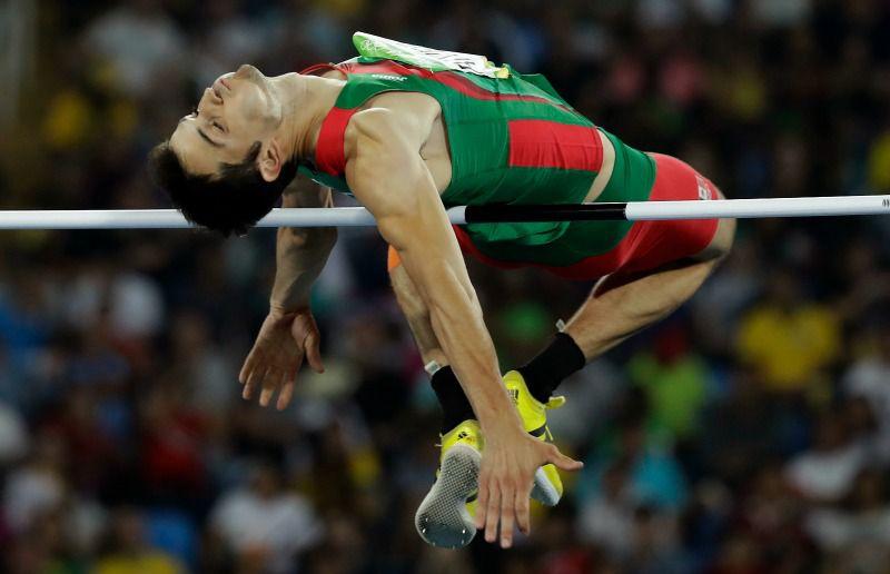 Rivera realiza uno de sus saltos durante la competencia