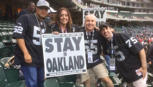 Fanáticos piden que los Raiders se queden en Oakland