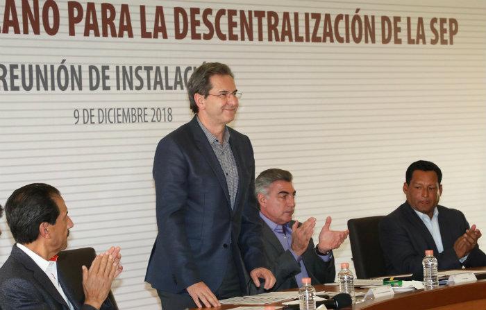 Esteban Moctezuma Barragán en un evento público