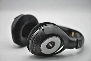 use headphones in mixing
