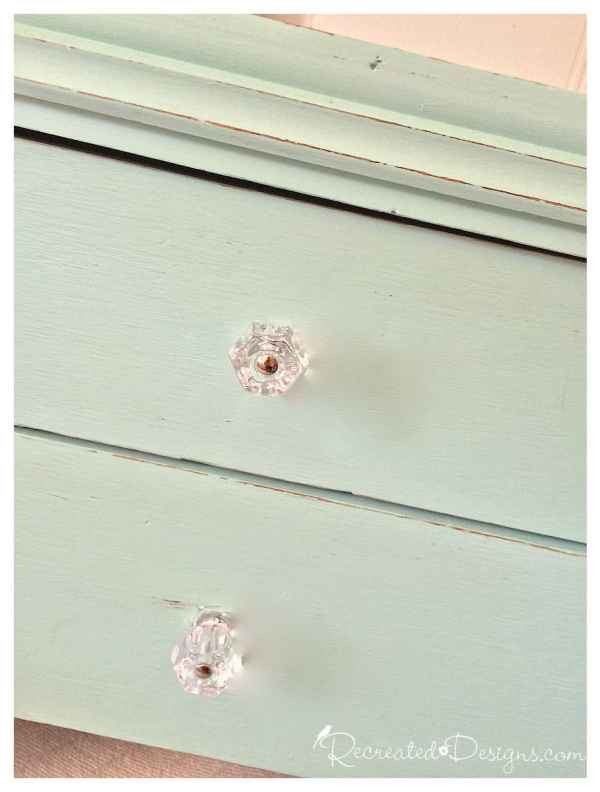 old_knobs_replaced_with_glass_knobs
