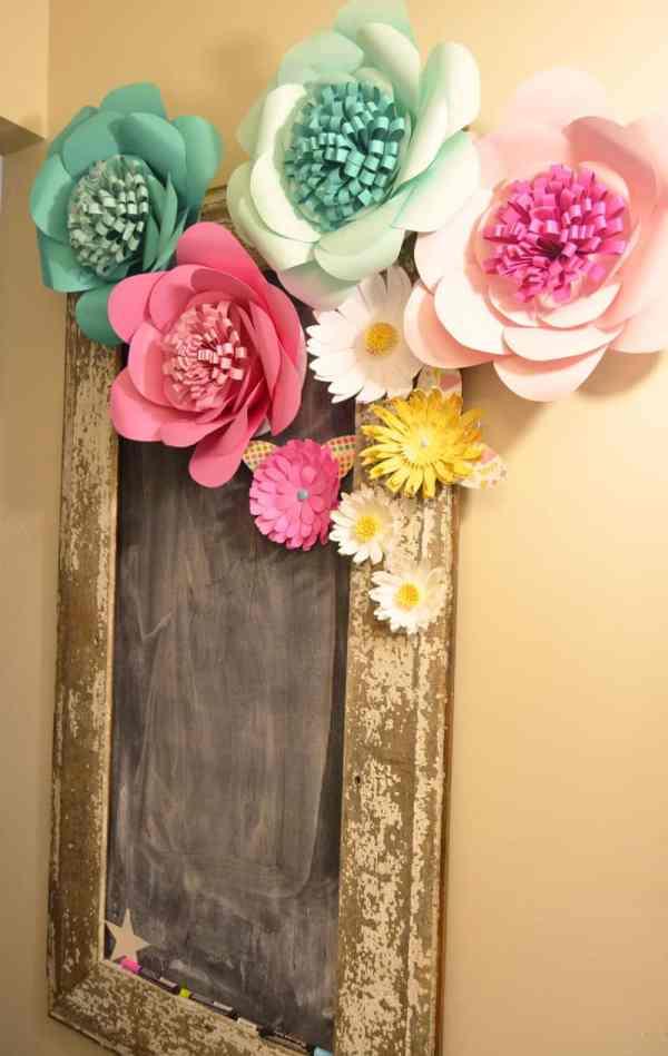 chalkboard-adorned-with-huge-paper-flowers