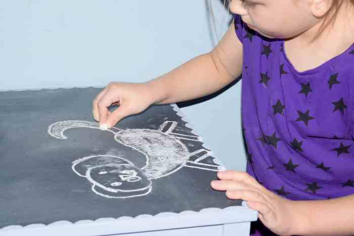drawing-pictures-chalkboard-table-country-chic-paint
