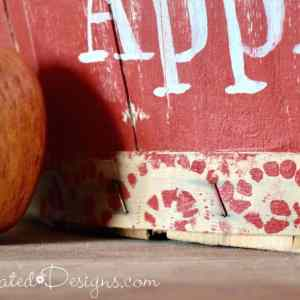 Making the perfect vintage border with a doily and paint