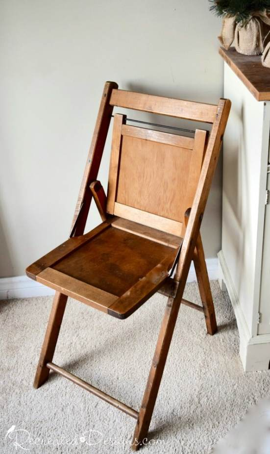 vintage folding chairs in natural wood