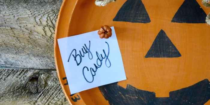 Upcycle an Old Metal Tray Into a Fun Halloween Countdown