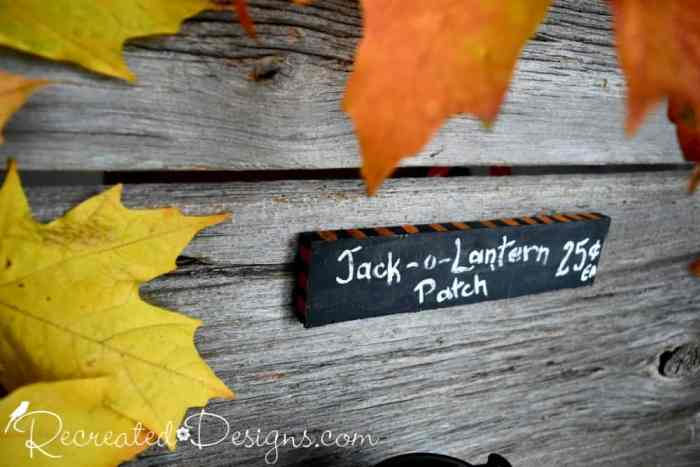 adding a decorative border to a little Halloween sign