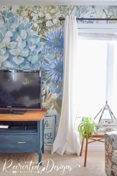 Beautiful blue flowered wallpaper