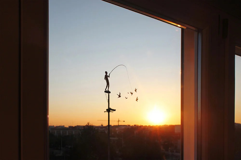 dibujo de niño en una ventana