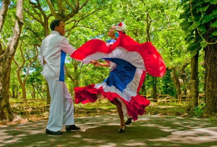 Mujer Baile Reina es presentado por Vicini en Identidad y Magia en la República Dominicana