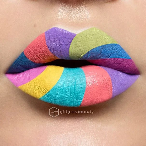 lábios pintados de cores diferentes
