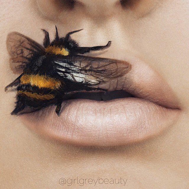 lábios de uma menina com um desenho de uma abelha