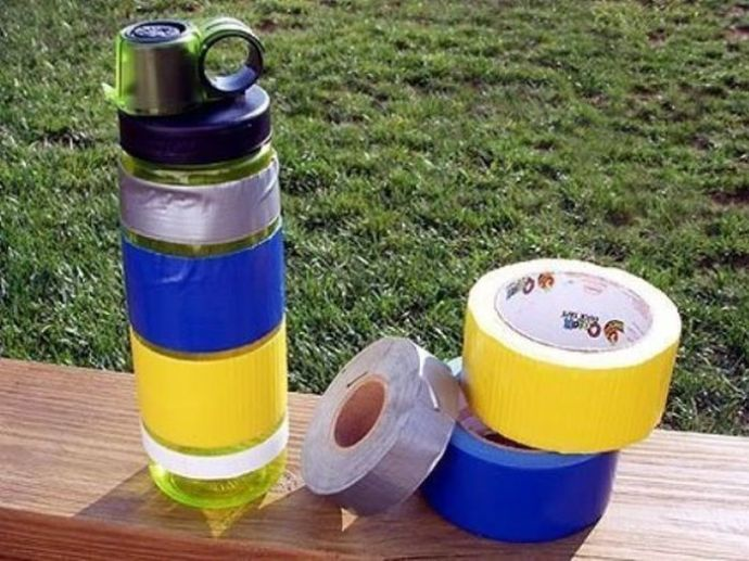 garrafa de água com fita
