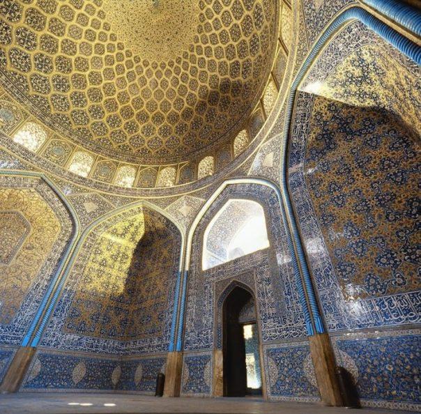 Interior de la mezquita Sheikh Lotfollah