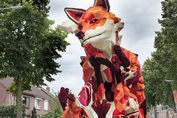 Gigantes esculturas florales - un zorro