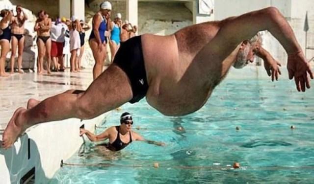 alberca hombre gordo