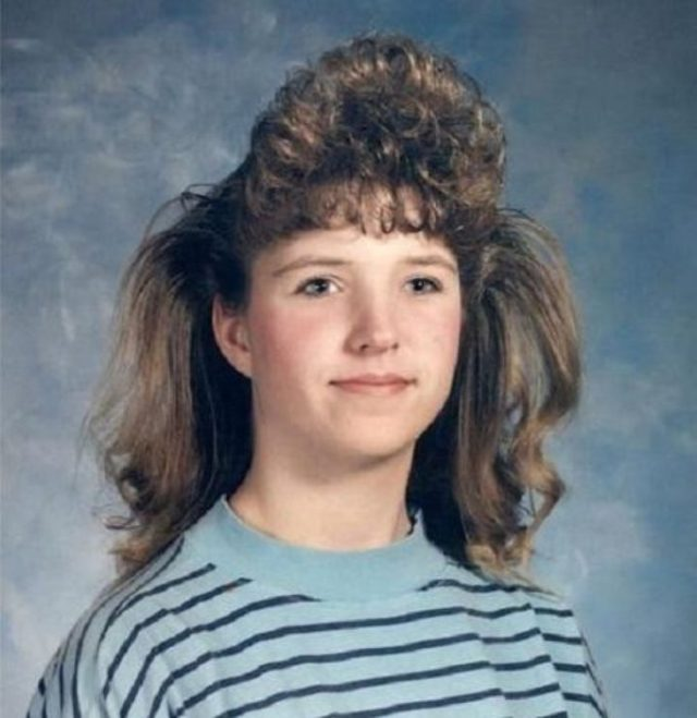 mujer con peinado de los 80