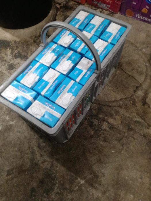 cartones de leche en canasta
