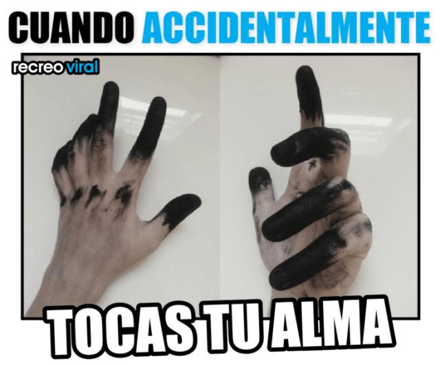 manos manchadas de negro