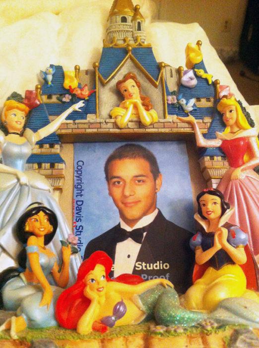 portarretrato de princesas con fotografía de un hombre