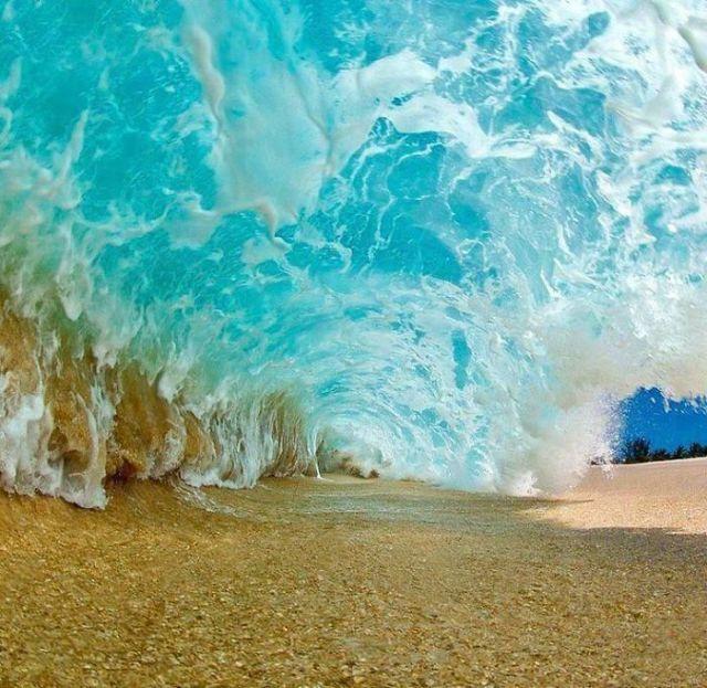 bajo una ola