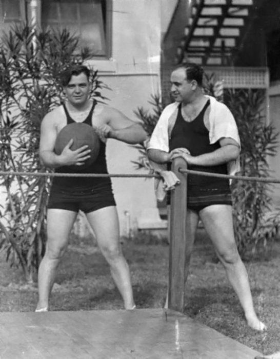Al Capone ejercitándose en su casa en Miami