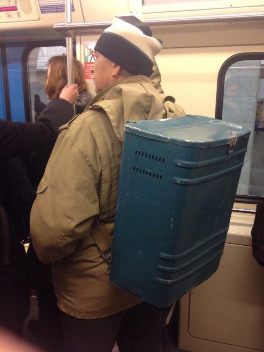 metro rusia mochila