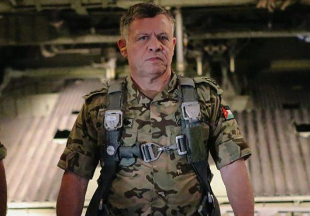 rey Abdalá II de Jordania en traje de militar