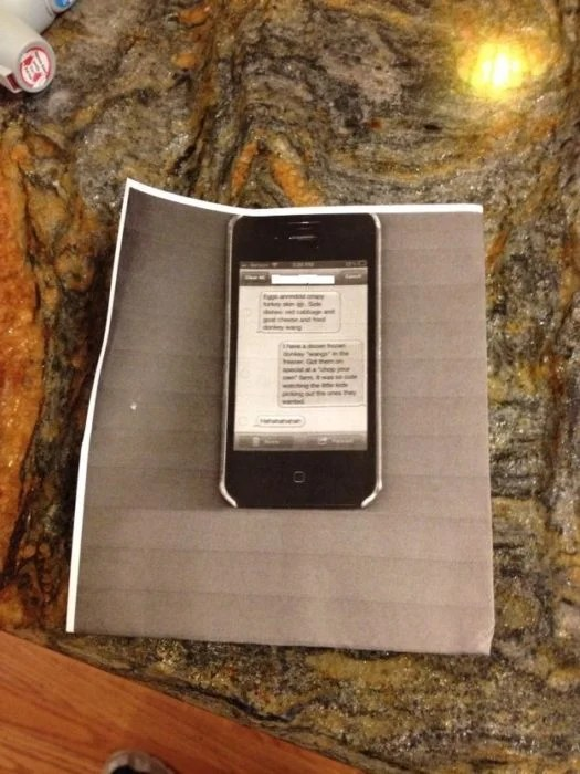 pantalla de celular impresa