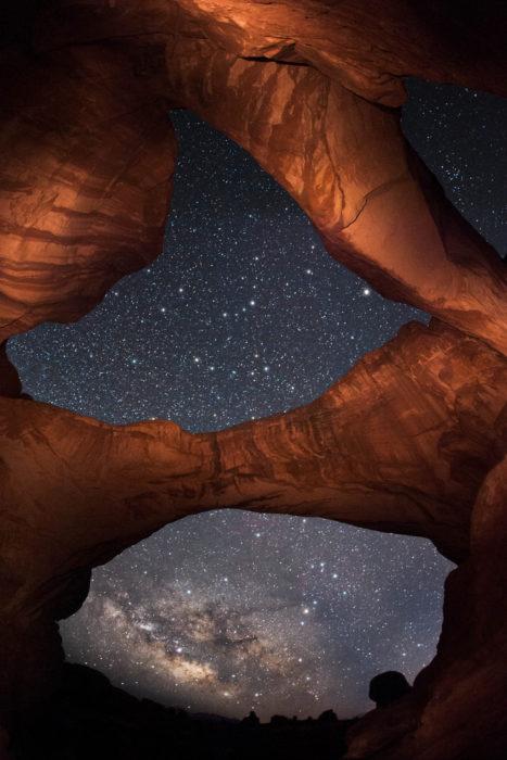 formación rocosa que semejan ojos en el parque nacional de los arcos