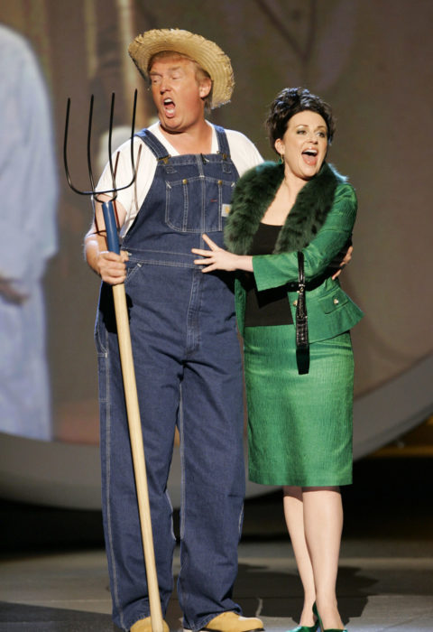 Donald Trump canta el asunto de Green Acres con Megan Mullally 2005