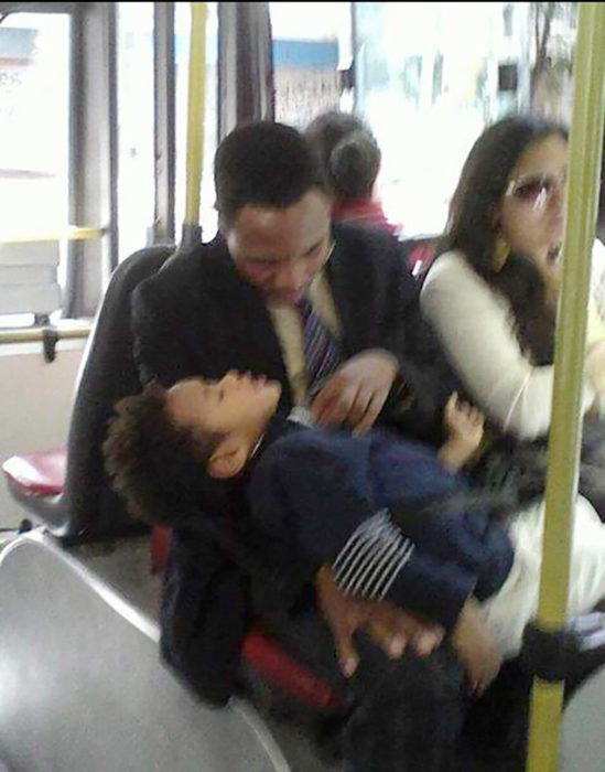 parecidos a will y jaden smith en el transporte público