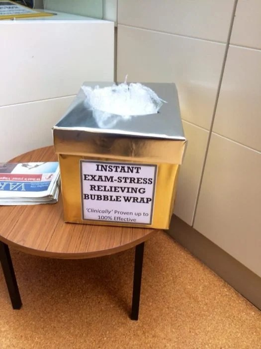 plastico con bolitas agobio escolar