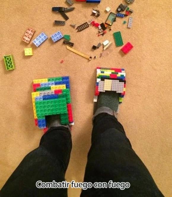 no pero legos en pies descalzos