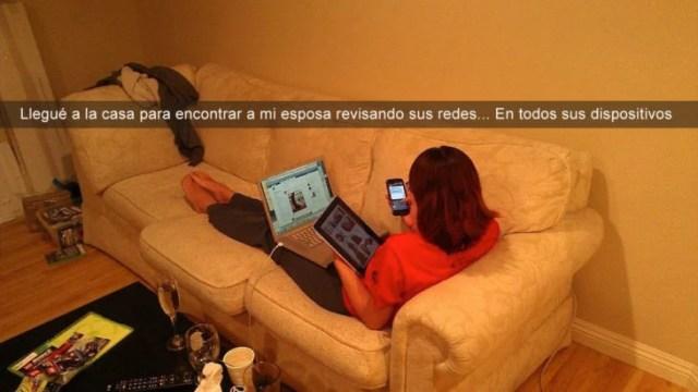 mujer con tablet celular y notebook