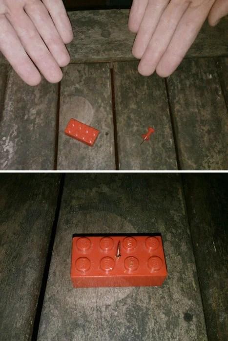 pieza de lego con una tachuela