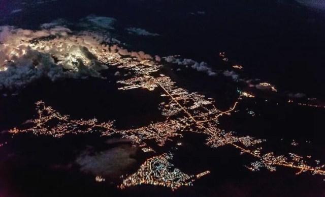 Foto nocturna de urbe del caribe