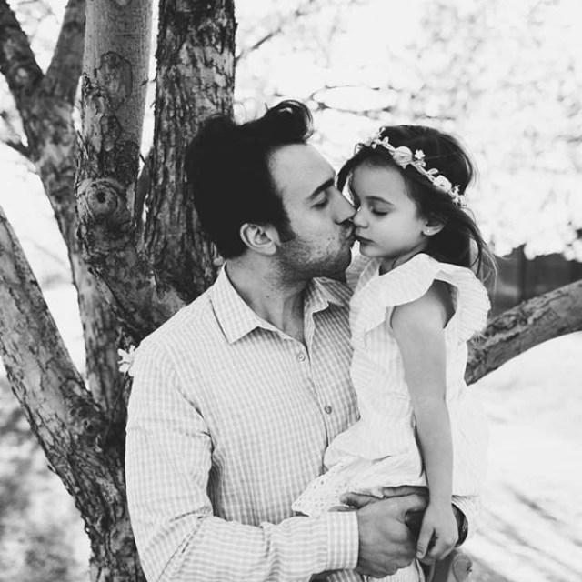 padre beso hija